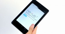 nexus7_hold